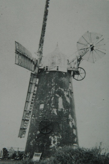The mill in 1927 starting to decay